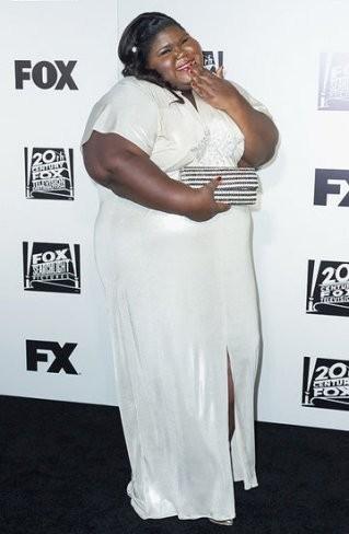 Gabourey Sidibe posa con su comentado vestido