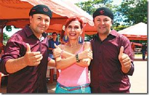 Yerko y Mirko Fuentes con Sonia Barrientos