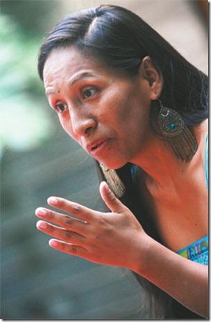 Olivia (35) es sicóloga y actriz licenciada en la Escuela Nacional de Teatro. Trajabó con Jorge Ortiz y Teatro Grito.