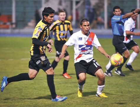 Derrota. The Strongest desperdició la noche del miércoles la posibilidad de ser único líder del torneo; Nacional Potosí le puso un freno.