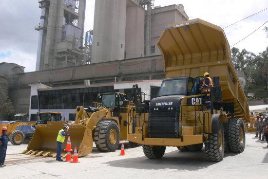 GIGANTE. La volqueta marca Caterpillar tiene una capacidad de 45 toneladas.