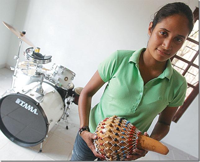 Ana Lucía en el estudio de su casa. Tiene varios proyectos musicales aparte de la Orquesta Municipal.