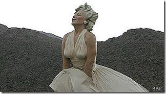 La estatua es un homenaje a la actuación de la actriz en su película The seven year itch, de 1955.