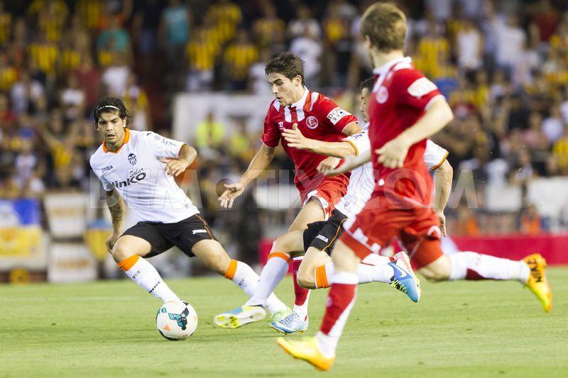 1379897828-valencia-beats-sevilla-31-in-la-liga-at-mestalla-stadium-in-valencia_2763403
