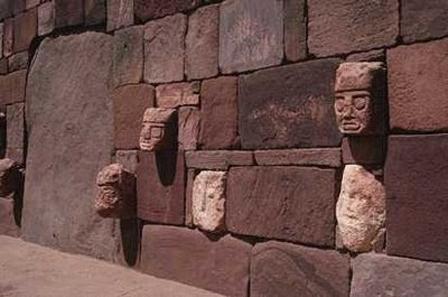 Imágenes de un mural Tihuanaco en Bolivia.