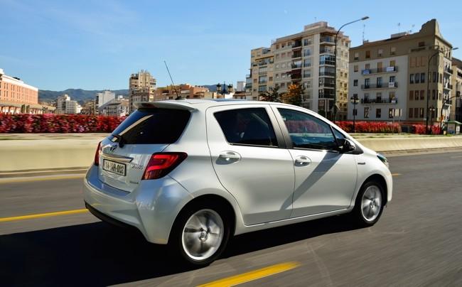 toyota-yaris-2014-advance-hibrido-exterior-650.jpg