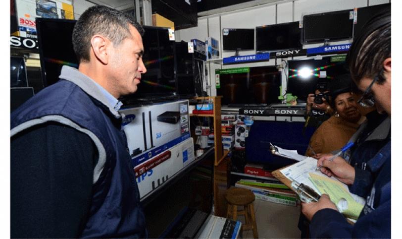 Funcionarios del SIN realizan operativos de control de emisión de facturas.