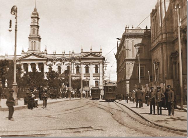 mágenes de la plaza Murillo en los primeros años del siglo XX se pueden apreciar en la publicación. FotoRodolfo Torrico Zamudio