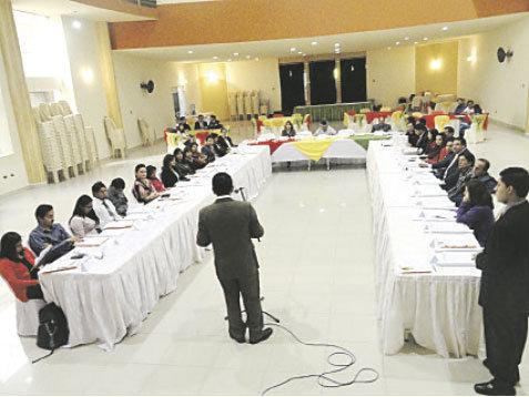 ENCUENTRO. En Cochabamba se reunieron universitarios, periodistas y autoridades judiciales.