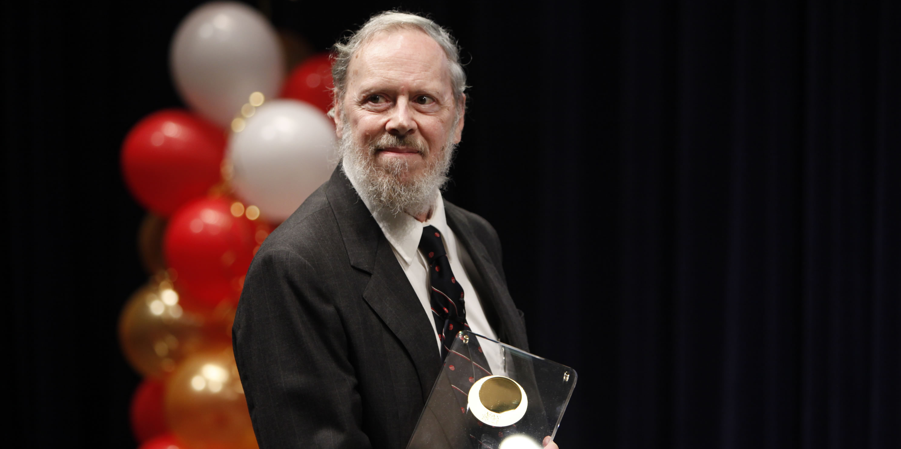 Ritchie recibe un premio de la Japan Foundation en la categoría de Información y Comunicación