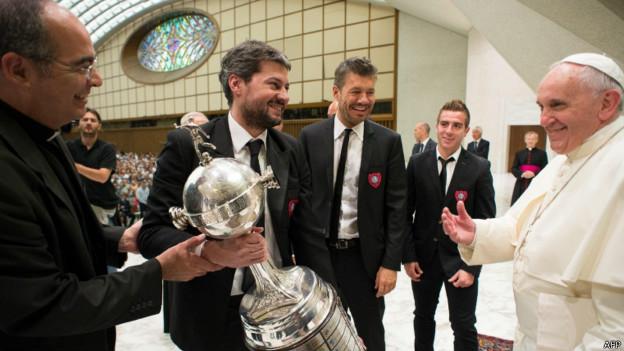 Jugadores del San Lorenzo con el Papa