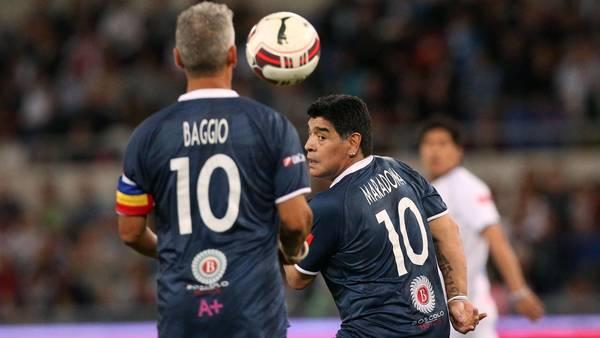 Diego_Maradona-Roberto_Baggio-Olimpico_de_Roma_CLAIMA20140901_0249_27