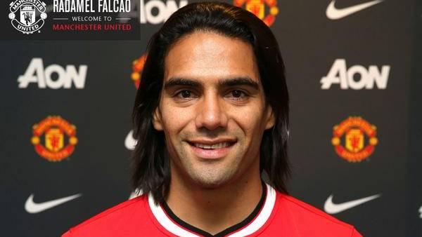 Radamel Falcao con la camiseta de su nuevo equipo. (@ManUtd)