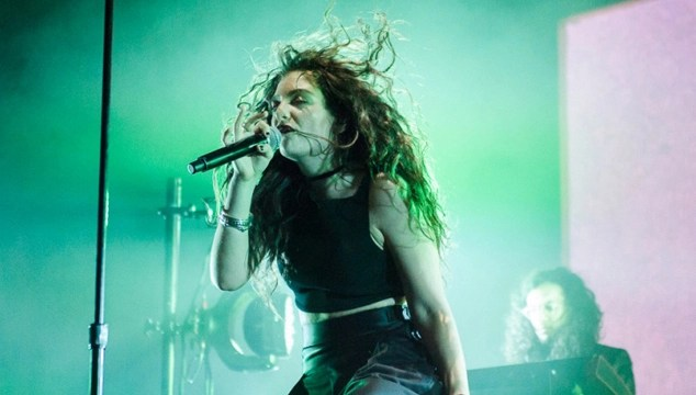 imagen Lorde versiona a Kanye West y Bon Iver en vivo (VIDEOS)
