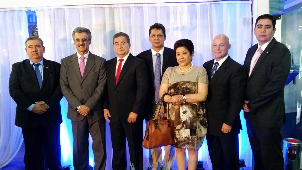 José Luis Landívar (IBCE), Julio Roda (CAO), Wilfredo Rojo (CADEX), Luis Juarez (CADEXCO), Elizabeth Medrano (CENAVEX), Guillermo Schrupp (Cámara de la Construcción), Oswaldo Barriga (Gerente Cadex)