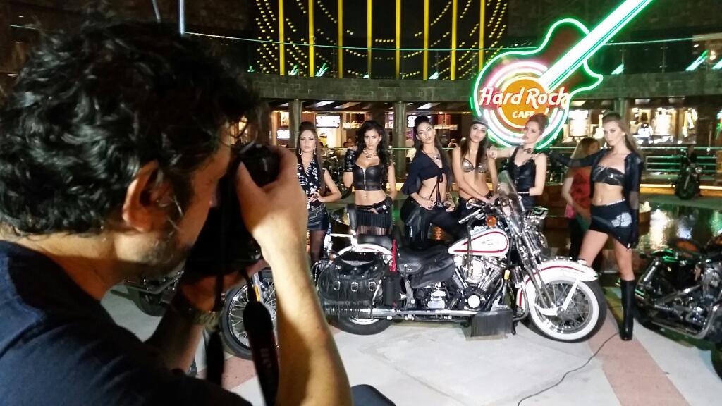 Leonardo Ville y las chicas Harley
