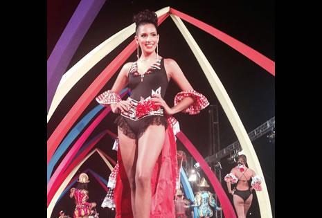 UNADAMAESPAÑOLA. Esta fue la temática del atuendo que lució en el Boulevard Carnaval 2015