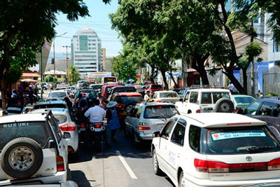 Autoridades pretenden  reordenar tráfico vehicular