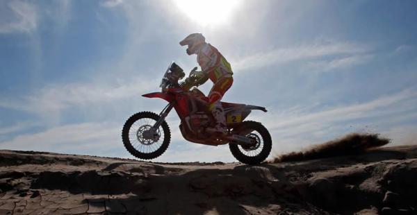 Joan Barreda Bort, de 31 años, corre en una moto Honda. Barreda corre por segunda vez con este equipo
