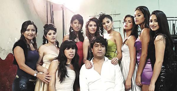 La academia tiene 18 modelos femeninas y dos varones. En julio dará talleres de teatro