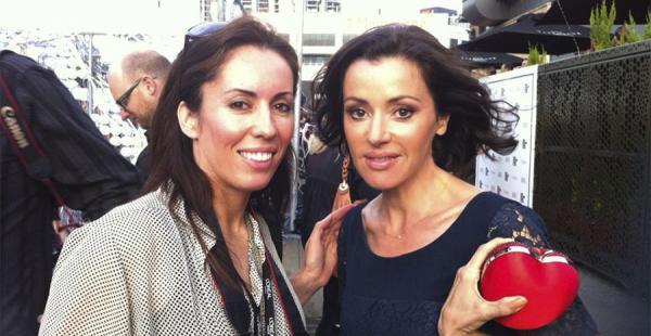 La cantante australiana Tina Arena junto a Lorena Guzmán, que negocia su participación en el video