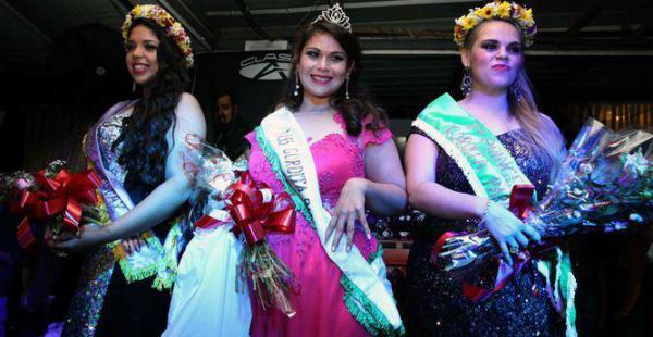 Raquel Giménez (centro) fue la ganadora del concurso, mientras que la primera princesa fue Emilia Martínez (derecha), y la segunda, Esmilce Lescano (izquierda)