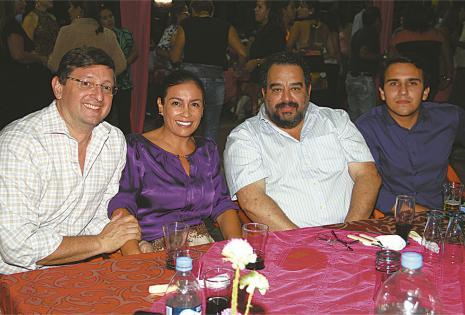 PRESENTES. Óscar Ortiz, Ojdana de Ortiz, José Manuel Rivera y Mauricio Sarabia