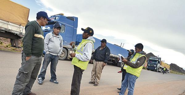 Decenas de transportistas están en apronte para tomar medidas en las fronteras