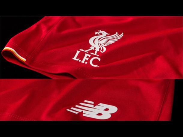 Inglaterra. Liverpool presentó oficialmente la camiseta que usará la  próxima temporada. Si bien Warrior fue c3ca75025aa31