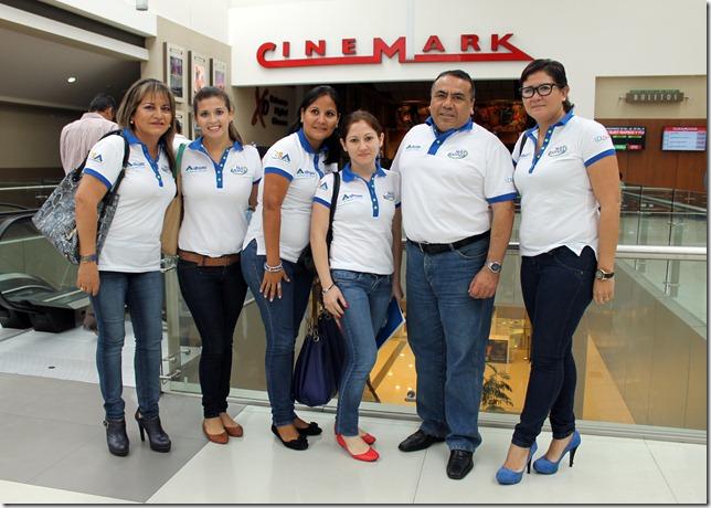 Sonia Alcazar, Karlen Salazar, Judy Barrenechea, Claudia Pierozzi, Luciano Escobar y Patricia Sanchez