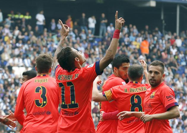 Barcelona's Neymar celebrates his goal against Espanyol with teammates during their Spanish first division soccer match at Power8 stadium in Cornella de Llobregat near Barcelona April 25, 2015. REUTERS/Gustau Nacarino