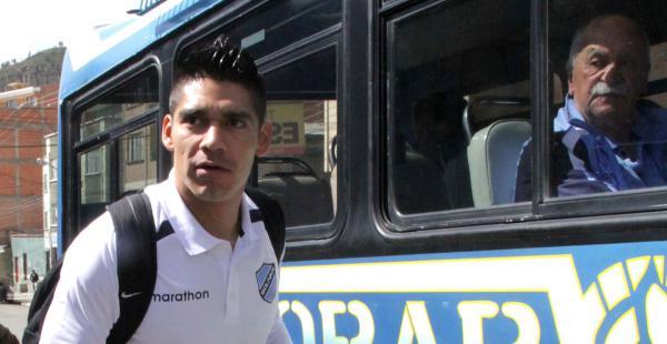 El defensor Luis Gutiérrez este jueves se despidió de sus compañeros y del entrenador Xabier Azkargorta en la ciudad de La Paz. Su próximo destino será Israel