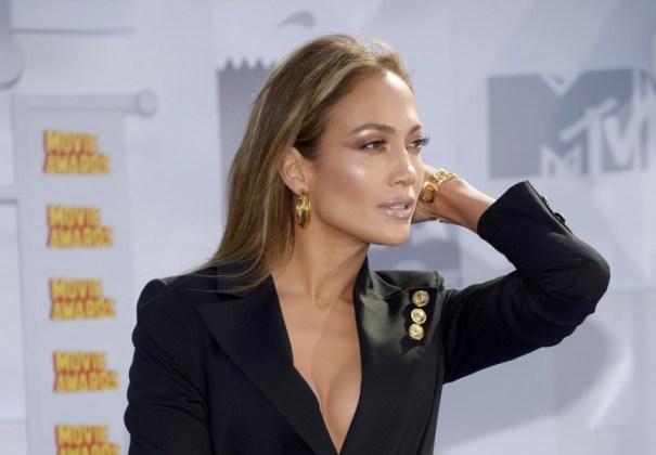 Jennifer Lopez arrives at the 2015 MTV Movie Awards in Los Angeles
