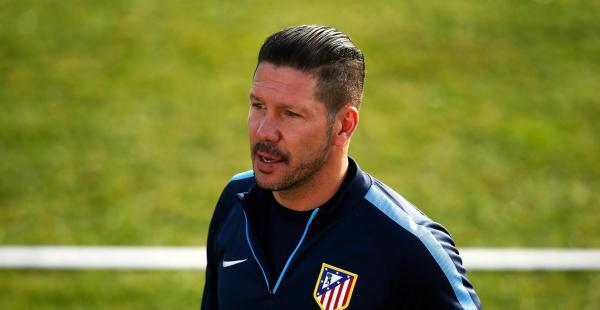 Diego Simeone, estratega del Atlético Madrid, encarará una dura labor en busca de que su equipo clasifique a los octavos de final