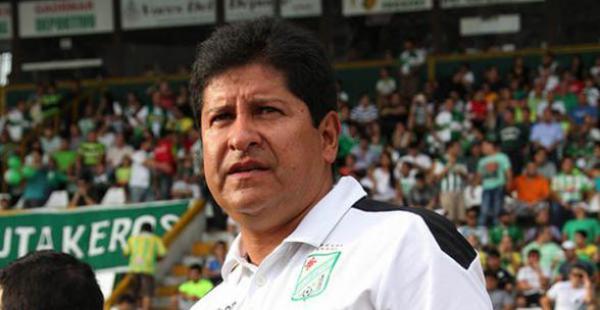 Eduardo Villegas es uno de los mejores entrenadores del país consiguió títulos al mando de Universitario de Sucre y The Strongest