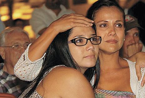En su despedida de Al fondo hay sitio. Lloró todo el capítulo en el que murió su personaje, se pasó abrazada a su madre Charito (Mónica Sánchez).