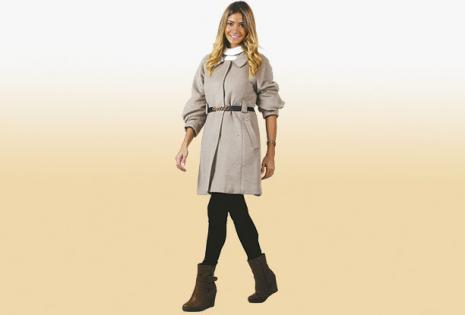 Una propuesta de caña mediana en color marrón con un taco anabela, muy cómoda (Femenina).