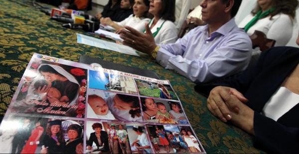 Autoridades municipales y departamentales expresaron su condena por la publicación de las láminas en las que se habla de manera discriminatoria de las madres cruceñas