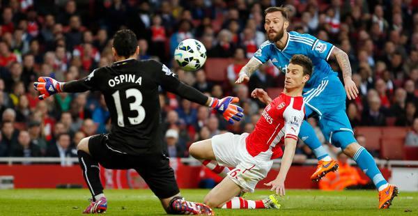 El Arsenal no consiguió la victoria que era necesaria ante el  Sunderland (0-0) y se aleja de la posibilidad de ingresar directamente a la Champions League