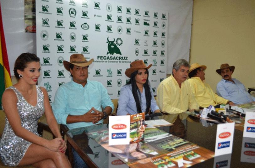 Feria. Los representantes de los ganaderos en Guarayos hicieron la invitación a la feria ganadera.