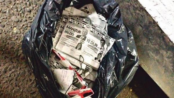 Bolsas. En Tucumán aparecieron bolsas llenas de boletas. Sigue el escándalo por las irregularidades en las elecciones.