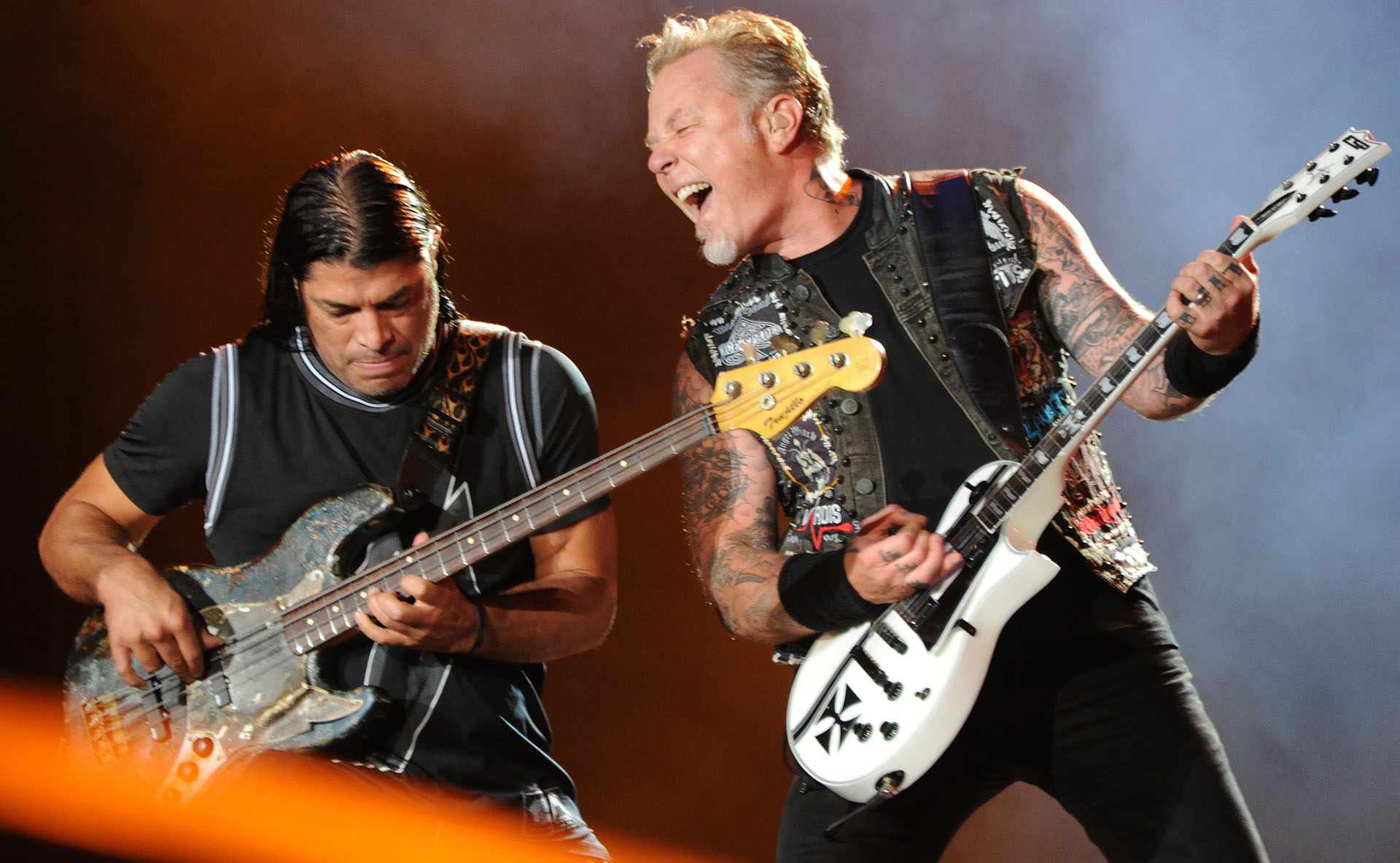 Robert Trujillo (L) and James Hetfield of Metallica perform on the second day of the Rock in Rio music festival in Rio de Janeiro, on September 19, 2015. AFP PHOTO/ TASSO MARCELO