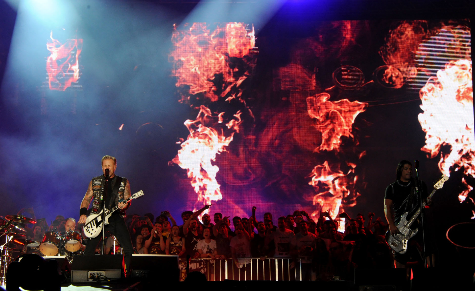 James Hetfield (L) and Robert Trujillo of Metallica perform on the second day of the Rock in Rio music festival in Rio de Janeiro, on September 19, 2015. AFP PHOTO/ TASSO MARCELO