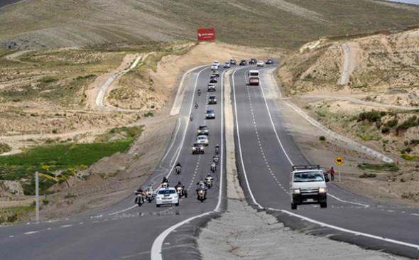 CARRETERA. La doble vía La Paz-Oruro en el acto de inauguración por parte de autoridades. - Agencia Bolivia de información ABI Agencia
