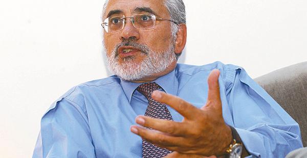 Carlos Mesa Gisbert es un estudioso y defensor de la causa marítima boliviana