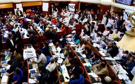 MAS-aprueba-ley-en-medio-de-criticas-de-la-oposicion