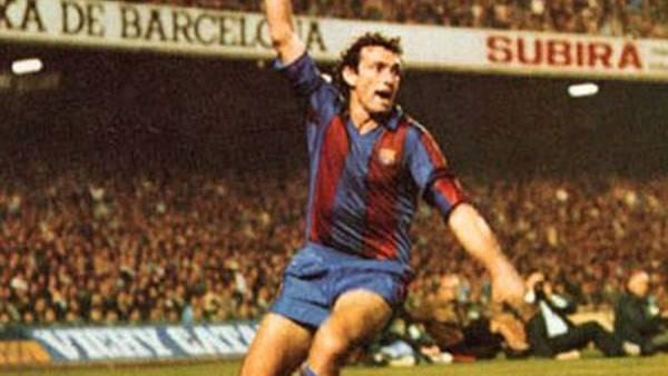 Quini, con la camiseta del Barcelona, ese club en el que es considerado una leyenda.