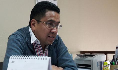 El presidente del Consejo Nacional del Refugiado (Conare), Cesar Siles, en declaraciones a los medios. Foto: La Razón