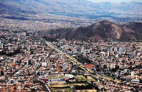 La ciudad de Cochabamba, como el Cristo de la Concordia, abre sus brazos a los visitantes. Foto: archivo