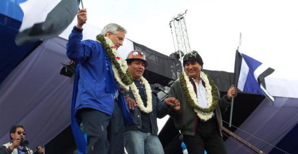 Evo Morales junto a Álvaro García Linera y Juan Carlos Trujillo durante la campaña del MAS.